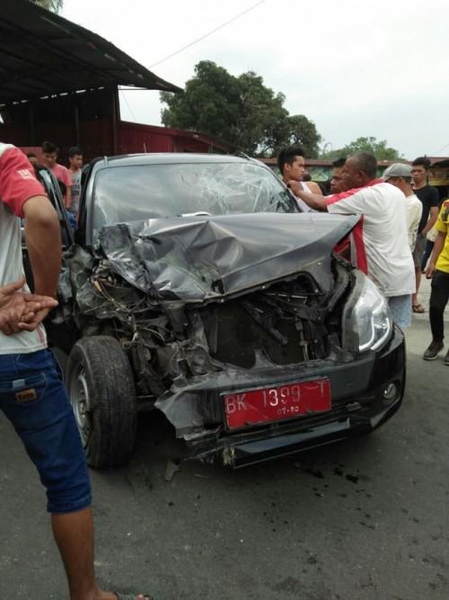 Mobil Terios Kontra Truk Cold Diesel Pengangkut Pupuk, Korban di Evakuasi ke Rumah Sakit