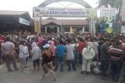 Tuntut Bebaskan Rekan, Aliansi Pedagang Balimpel dan Mahasiswa Unjuk Rasa di Mapolres Pematangsiantar