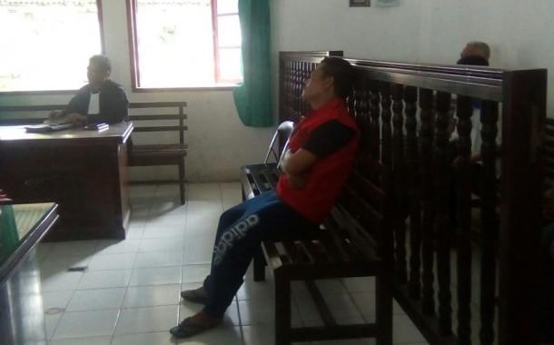 Sedang Sakit, Wartawan ini Dipaksa Mengikuti Persidangan