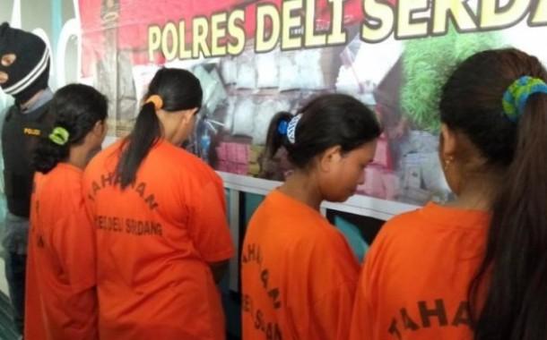 Sabu Disembunyikan dalam Sandal, Janda Dua Anak Nekat Jadi Kurir Ditangkap di Kualanamu