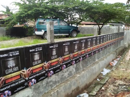 Iklan Rokok Disembarangan Tempat Merusak Keindahan Lingkungan dan Melanggar Aturan