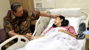 SBY saat menjaga Any Yudhyono di RS Singapura (tribunnews)