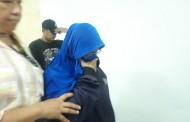 Dikawal Polisi, Wanita Yang Merekam Video Ancam Jokowi Tiba di Polda Metro Jaya.