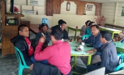 Serap Aspirasi, Wakil Bupati Simalungun H Amran Sinaga Ngopi Bareng Dengan Warga Parapat
