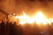 3 Unit Rumah Terbakar di Jalan Perwira Siantar, Api Diduga Berasal Dari Rumah Kosong