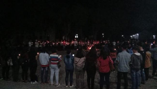 Mahasiswa Univ HKBP Nomensen Nyalakan 10.000 Lilin Untuk Perdamaian