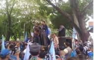 Ribuan Buruh SPSI Unjuk Rasa di Gedung DPRD Sumut