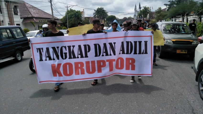 Lewat Aksi, LTP Desak Tangkap dan Adili Koruptor