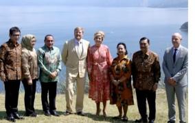 Raja dan Ratu Belanda Kagumi Keindahan Danau Toba