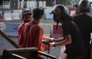 Rumah Diskusi Milenial Dan Mahasiswa FIKOM UPI Y.A.I Berbagi Sembako Untuk Warga, Serukan Lawan Covid-19